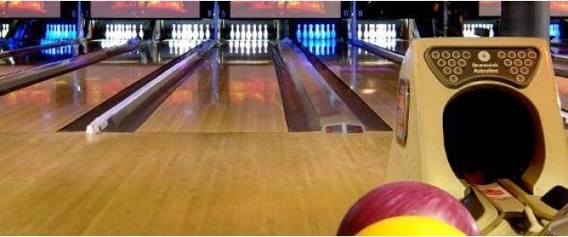 restaurant bowling front de seine traditionnel paris. Black Bedroom Furniture Sets. Home Design Ideas