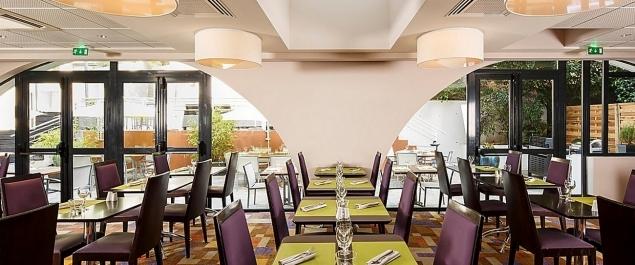 restaurant la coll 39 inn h tel holiday inn traditionnel lyon. Black Bedroom Furniture Sets. Home Design Ideas