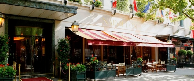Restaurant bivouac caf french cuisine paris paris 8 me for Bar exterieur paris